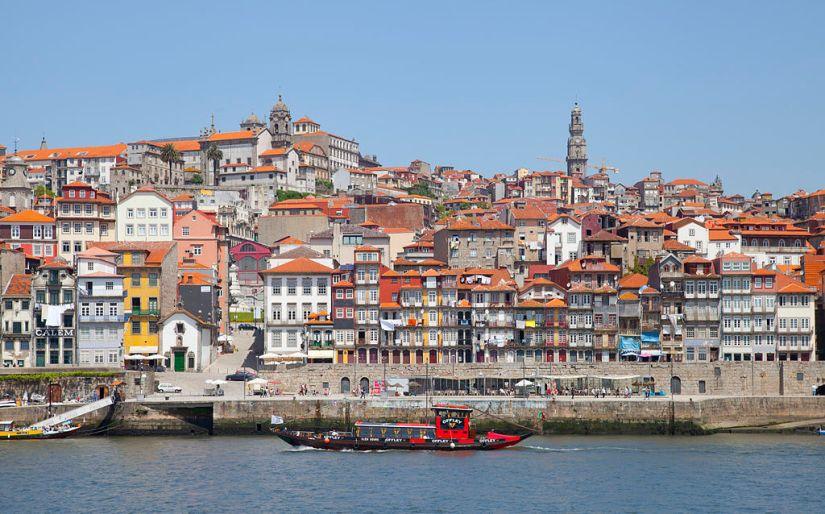1024px-Cais_da_Ribeira,_Oporto,_Portugal,_2012-05-09,_DD_11